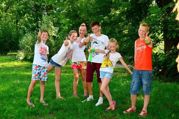 Квест для детей на улице — командная игра с поиском спрятанного сюрприза во дворе частного дома или коттеджа, на даче, в деревне или в городском парке